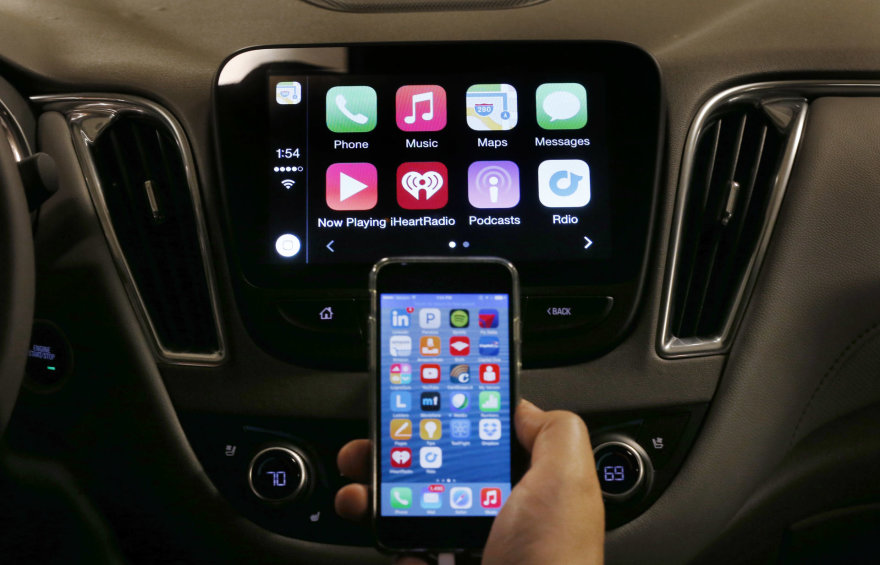 """""""Apple"""" operacinė sistema automobiliams buvo tik pradžia"""