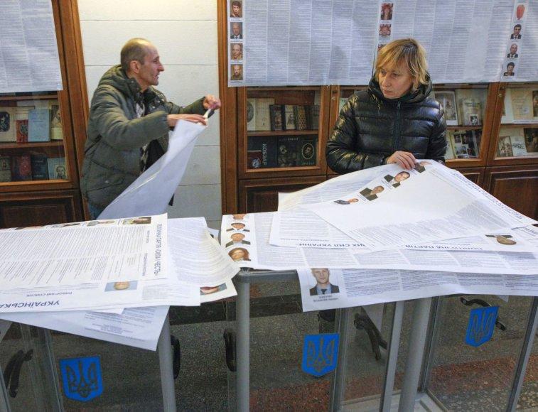Ukraina rengiasi pirmalaikiams parlamento rinkimams.