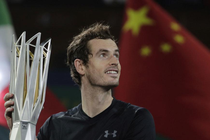 """Andy Murray nugalėjo Roberto Bautistą Agutą ir tapo """"Shanghai Rolex Masters"""" turnyro čempionu"""