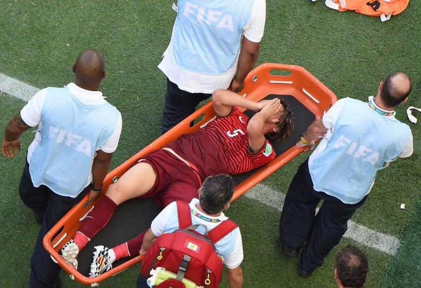 Iš aikštės išnešamas Portugalas Fabio Coentrao