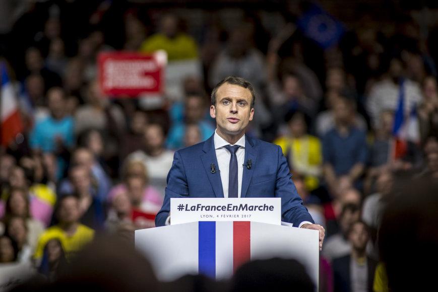 Emmanuelis Macronas nusitaikė į antrąjį prezidento rinkimų turą.