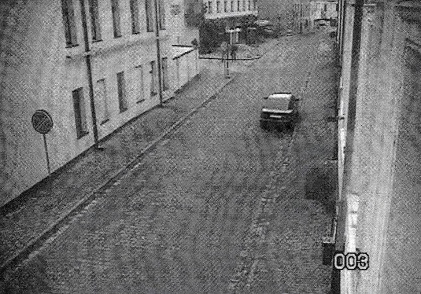 Iš šios nuotraukos policija nusprendė, kad neįgaliojo ženklo ant lango nebuvo