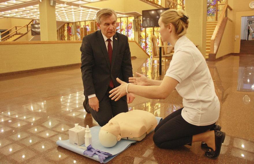 Lietuvos raudonojo Kryžiaus pirmosios pagalbos instruktorės mokė atlikti gaivinimą