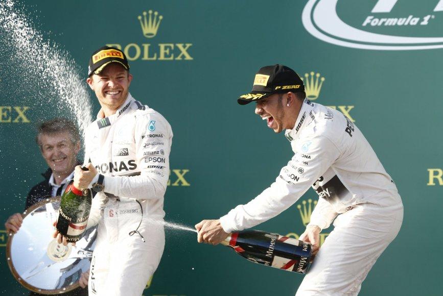 Lewisas Hamiltonas (dešinėje)