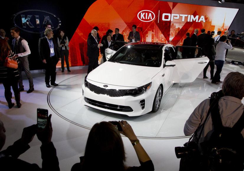 """""""KIA Optima"""" pristatymas Niujorko automobilių parodoje"""