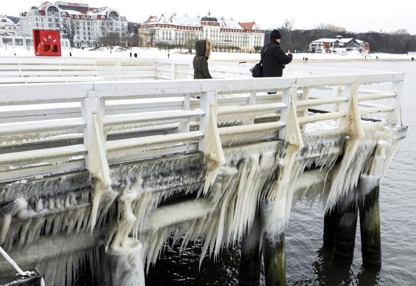 Lenkijoje šalčio banga jau pražudė daugiau nei 70 žmonių.