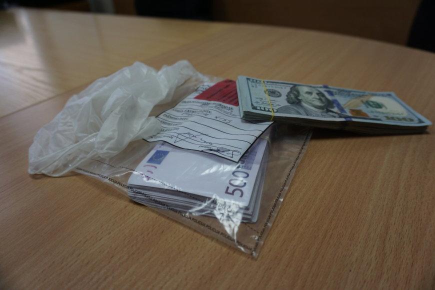 Sukčių pinigai