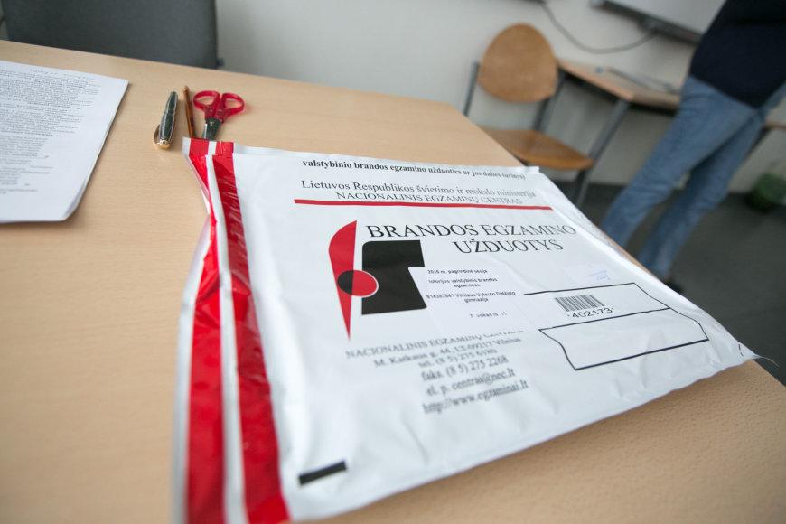 Abiturientai laikė valstybinį istorijos egzaminą