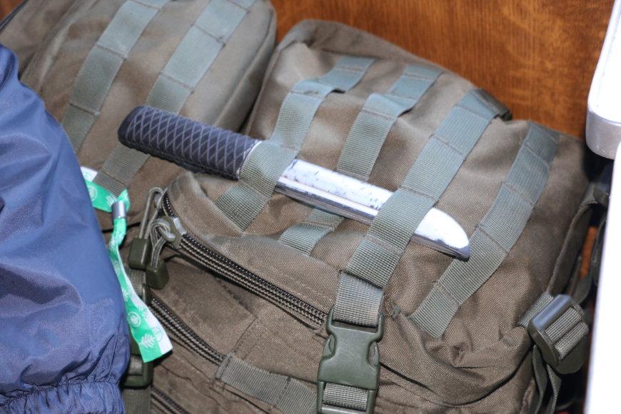 Kai kurie diversantai buvo ginkluoti peiliais