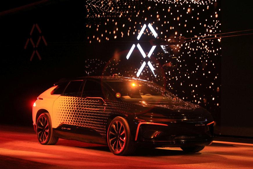 """""""Faraday Future"""" pristatė elektromobilį FF91"""