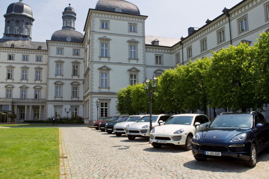 """Porsche Cayenne"" automobiliai"