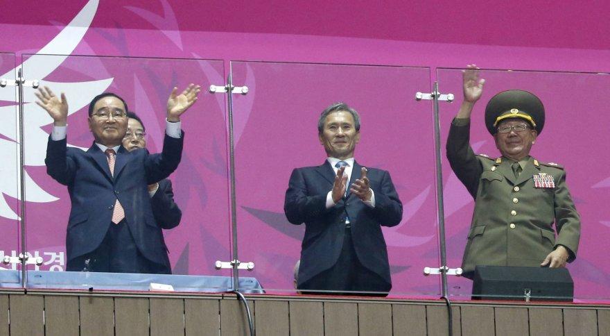 Pietų ir Šiaurės Korėjų pareigūnai