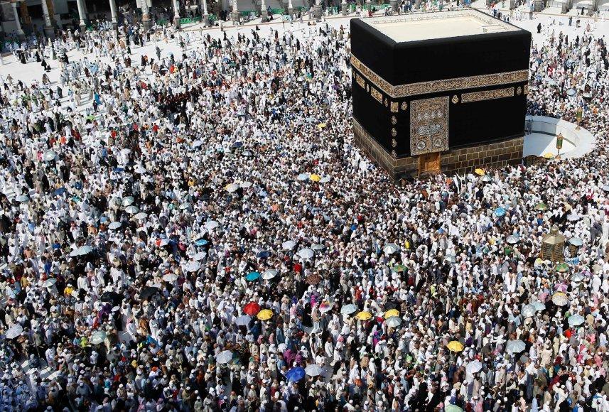 Minia prie Kaabos Mekos didžiosios mečetės centre.