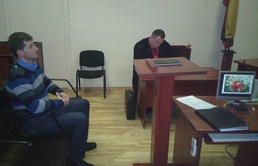 Algirdas Dėringis (kairėje) ir bylą kuruojantis prokuroras