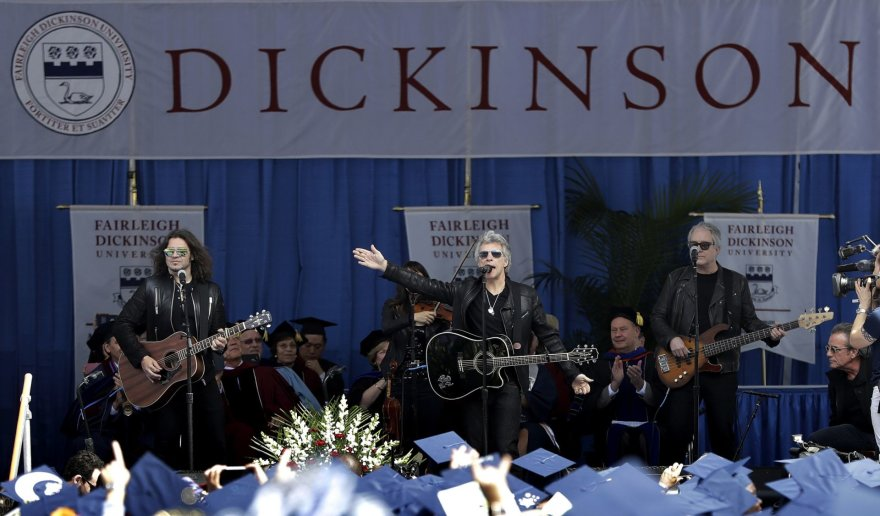 """""""Bon Jovi"""" Fairleigh Dickinsono universiteto diplomų įteikimo ceremonija"""