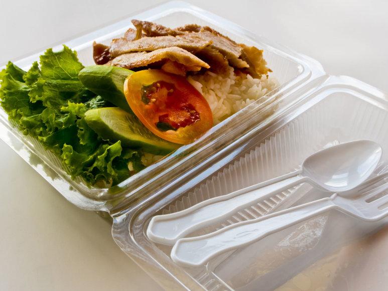Maistas plastiko dėžutėje