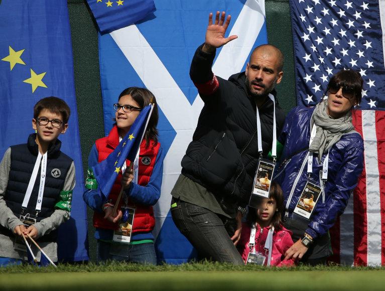 Josepas Guardiola su žmona Cristina Serra ir vaikais 2012 metais