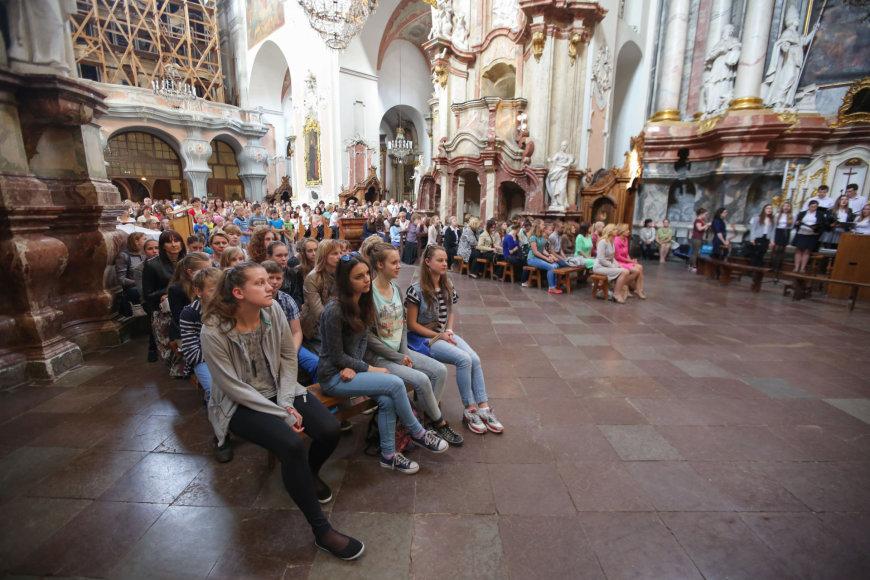 Lietuvos lenkai prieš mokyklų reorganizavimą meldėsi bažnyčioje