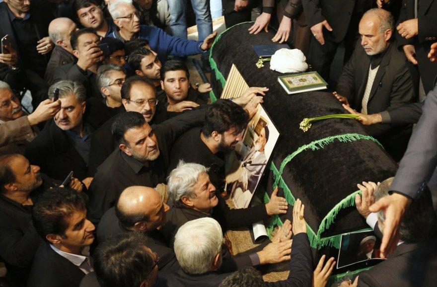 Iraniečiai prie A.H.Rafsanjani karsto