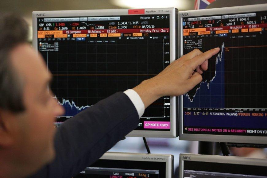 Didžiosios Britanijos FTSE 100 šią savaitę pakilo labiausiai nuo 2011 metų gruodžio