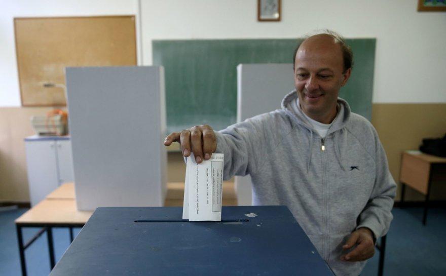 """Bosnijos serbai sekmadienį balsuoja referendume dėl to, ar minėti savo """"nacionalinę šventę""""."""