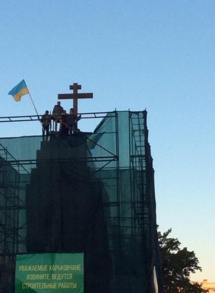 Kryžius vietoj Lenino paminklo Charkove