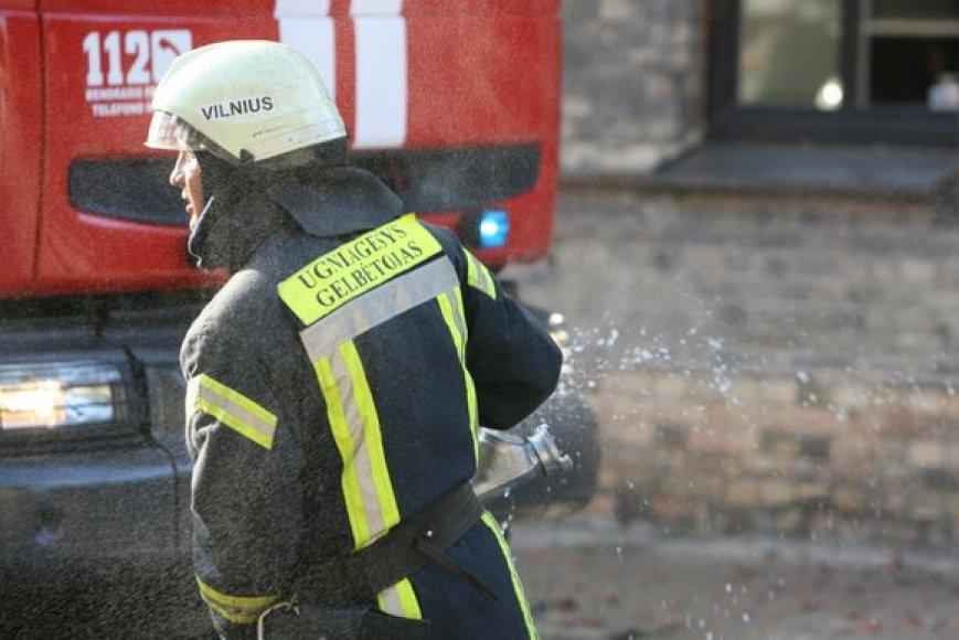 """Vilniaus ugniagesiai gavo pranešimą apie gaisrą Užupyje, to paties pavadinimo gatvėje. Gaisras įsiplieskė pastate, kuriame įsikūręs vilniečiams gerai žinomas restoranas """"Tores""""."""