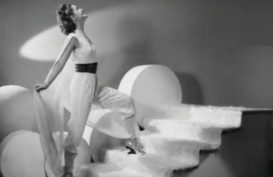 Kaip dizaineriai įsivaizdavo madą prieš 75 metus?
