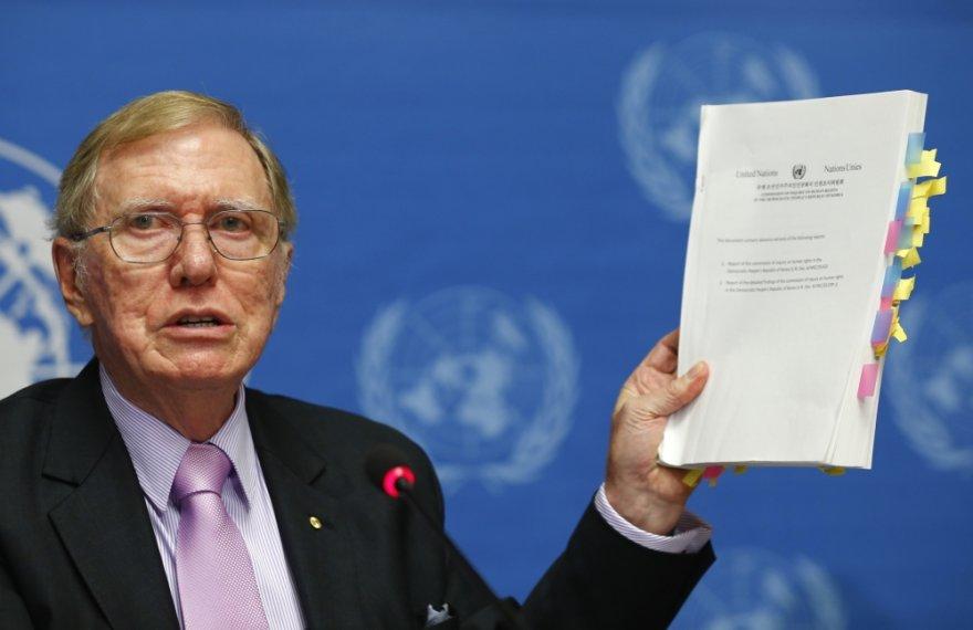 Michaelas Kirby pristato JT komisijos ataskaitą apie Šiaurės Korėjos režimo nusikaltimus