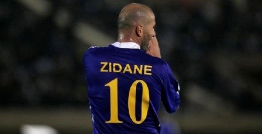 Z.Zidane užpyko ant buvusio kolegos, o dabar rašytojo.