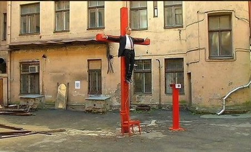 Latvijoje nukryžiuotas V.Putinas.