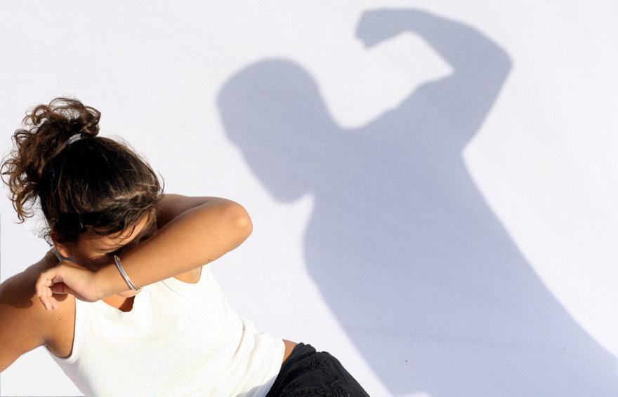 Smurtas prieš moterį