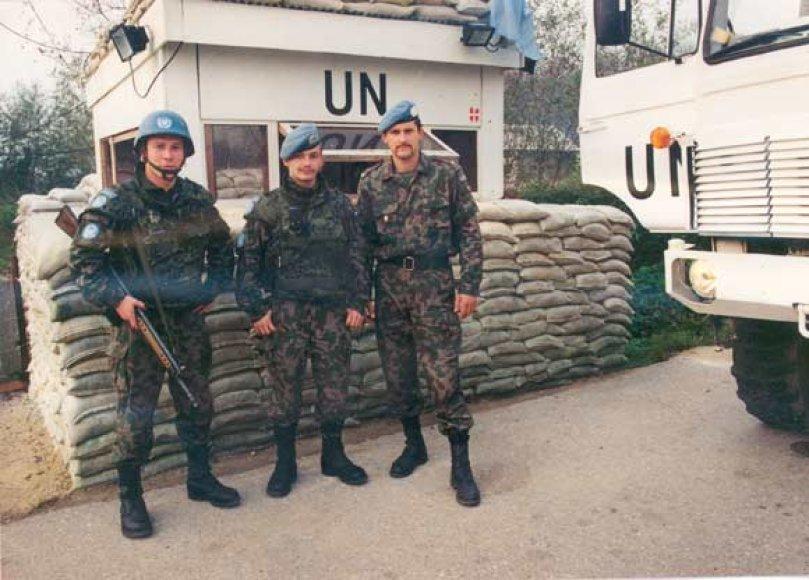 Normundas Valteris (centre) misijoje