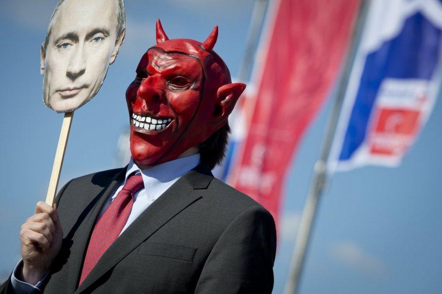 Protestuotojas prieš kruviną Vladimiro Putino režimą