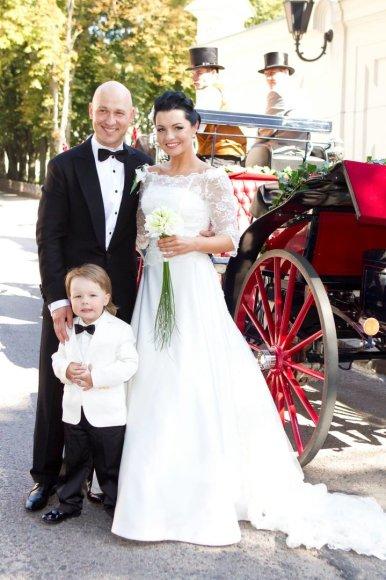 Algirdas ir Milisandra Radzevičiai 2011 metais, savo vestuvių ir sūnaus krikštynų dieną