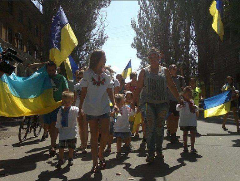 Slovjansko jaunimas žygiavo už Ukrainos vienybę.
