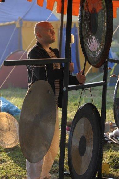 Gongų garsų muzikos ekpertas V.Andrijauskas