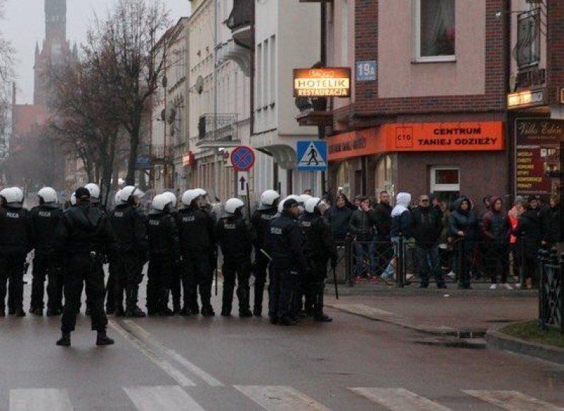 Po jaunuolio mirties prie kebabinės Elko mieste Lenkijoje kilo riaušės