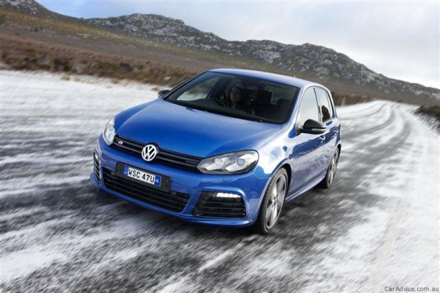 """Volkswagen Golf R"" slidžiame kelyje"