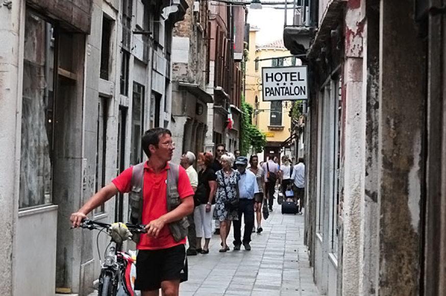 Kai kurios Venecijos gatvės dūsta nuo turistų