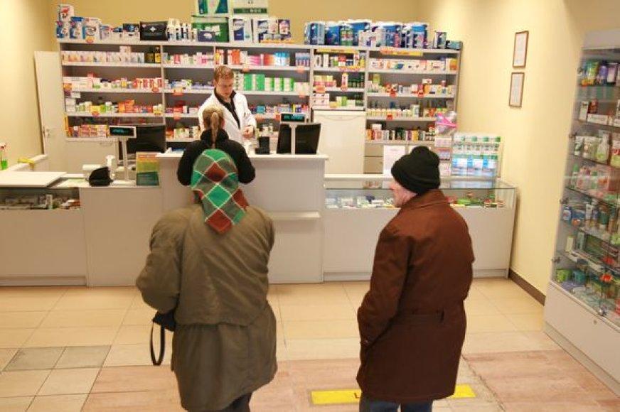 Pagal įstatymą vaistinės privalo priimti tik senus psichotropinius vaistus, tačiau didieji vaistinių tinklai teigia priimantys bet kokius senus vaistus.