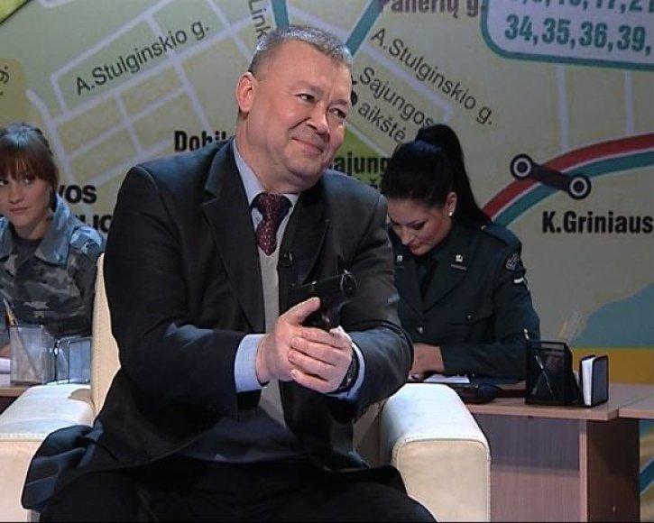 Vytautas Grigaravicius su ginklu