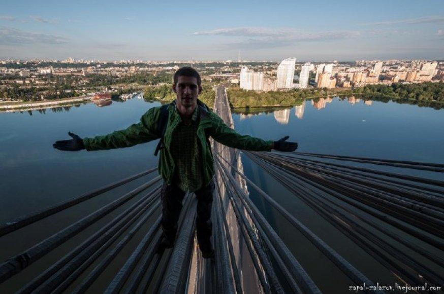 Kopimas į Maskvos tiltą Kijeve