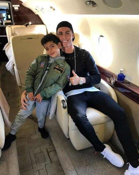 """Instagram"" nuotr./Cristiano Ronaldo su sūnumiCristiano jaunesniuoju"