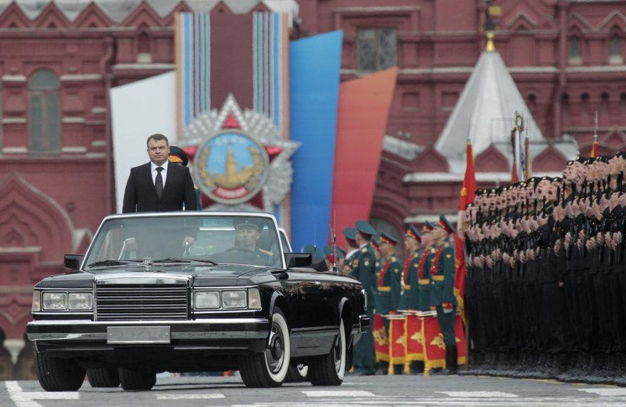 Tyrėjai aiškinasi, ar išties A.Serdiukovas ir jo aplinka krovėsi turtus iš skurstančios Rusijos armijos
