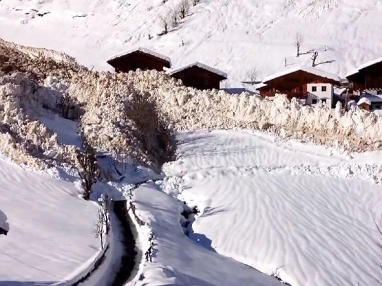Sniego griūtis