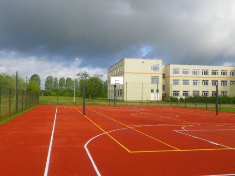 Riešės gimnazijos sporto aikštynas