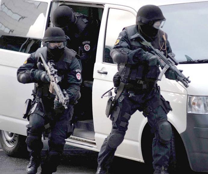 """""""Aro"""" pareigūnai pradeda įtariamųjų sulaikymo operaciją"""