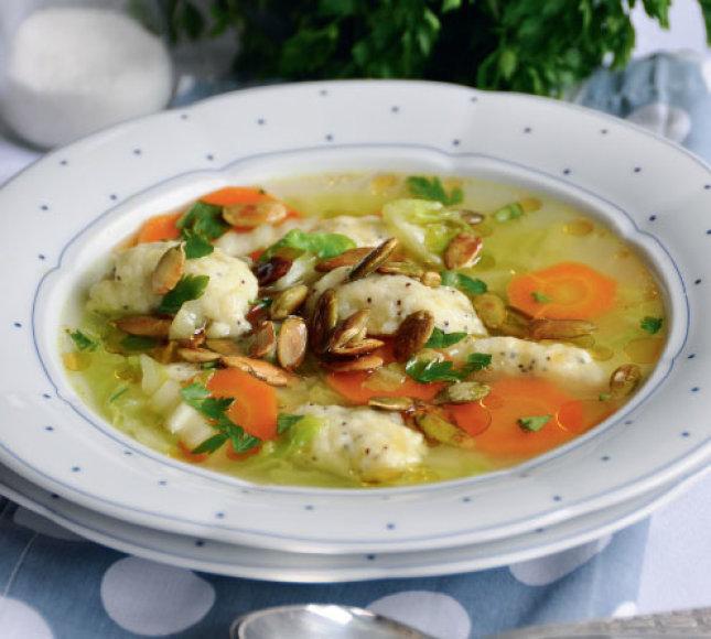 Daržovių sriuba su aguoniniais kukuliais