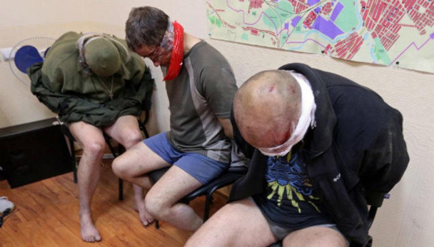 Į nelaisvę paimti Ukrainos karininkai